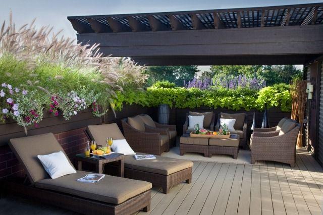 Terrasse Mit Holz Verkleidet Überdachung Sichtschutz Ideen Kübelpflanzen  Roof Top, Roof Deck