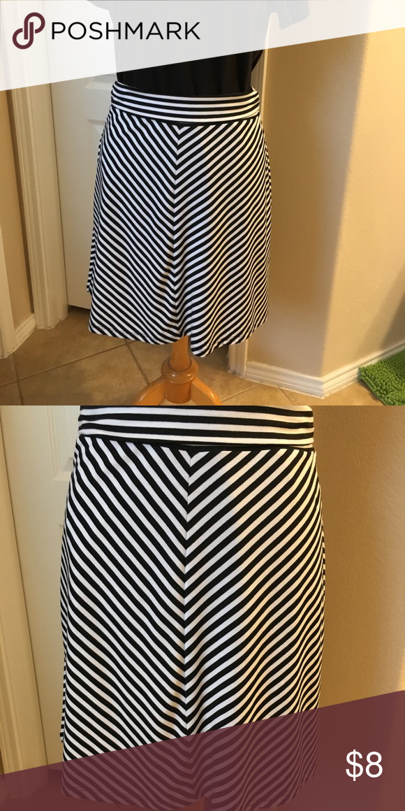 """ccb36422dc Soft black & white striped skirt!🐾🐾 Super comfy with an awesome striped  pattern. 4"""" waistband is folded in half on pics. 14.5"""" across waist, 23""""  length ..."""