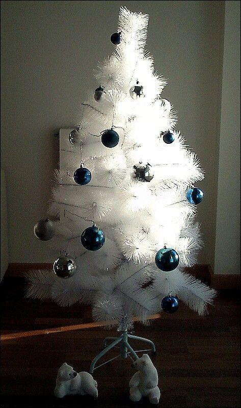 Árbol blanco de Navidad. Christmas tree.