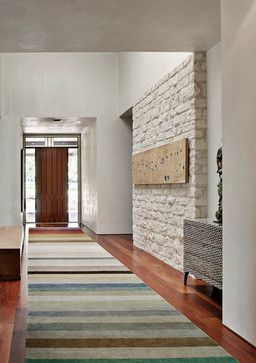 Textura en blanco en muro recibidor tapete largo para - Alfombras para recibidor ...