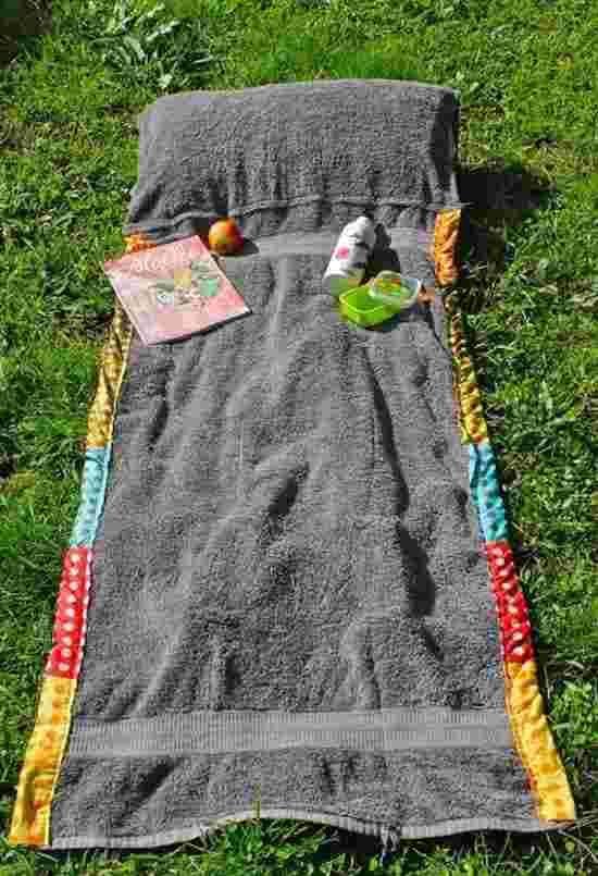 ce sac se transforme en serviette de plage avec coussin. Black Bedroom Furniture Sets. Home Design Ideas