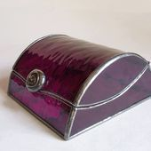 Stained glass jewelry box - red art glass  Glasmalerei Schmuckschatulle lila Kun... -  Stained glass jewelry box – red art glass  Glasmalerei Schmuckschatulle lila Kunstglas von 1178bo - #Art #Box #diyjewelrymaking #Glasmalerei #Glass #Jewelry #Kun #Lila #pandoracharms #Red #Schmuckschatulle #Stained