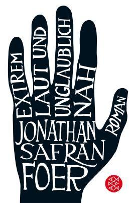 Roman. 'Jonathan Safran Foers zweiter Roman erfüllt alle unsere Erwartungen. Er ist ehrgeizig, brillant, geheimnisvoll und vor allem in der Schilderung des verwaisten Oskar zutiefst bewegend.'  Salman Rushdie  Oskar Blum ist altklug und ...