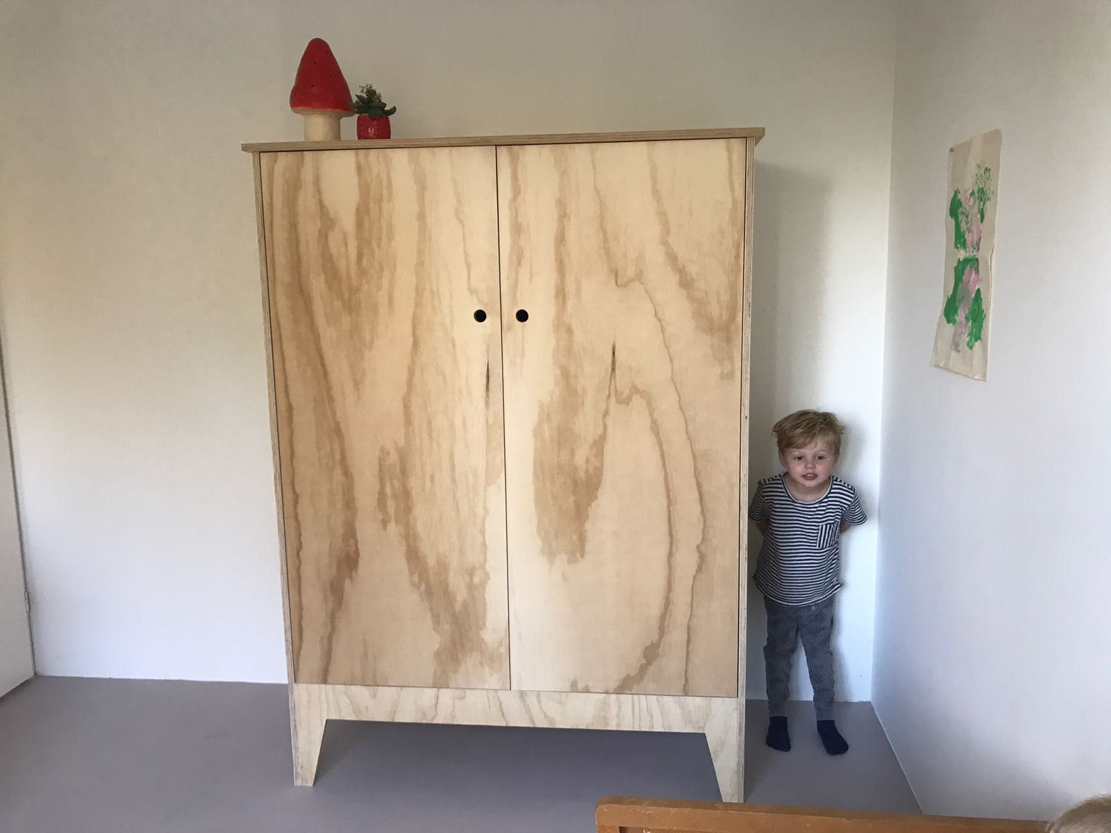 8x Minimalistische Kinderkamers : Kinderkledingkast van multiplex kledingkast kinderkamer inspiratie