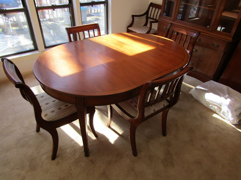 Henredon Mahogany Dining Room Furniture Including Table With 3 Leaves 6 Chairs 2 Arm 4 Side Pads China Cabinet And Buffet