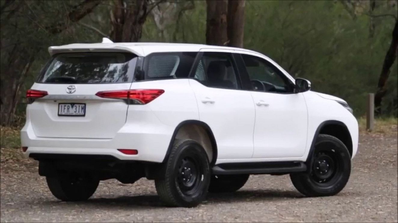 12 Image Toyota New Fortuner 2020 Toyota Ford Endeavour Toyota Cars Wallpaper white toyota car rear view