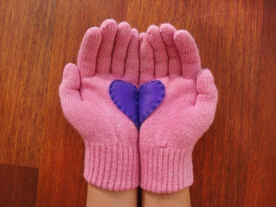Felt heart gloves
