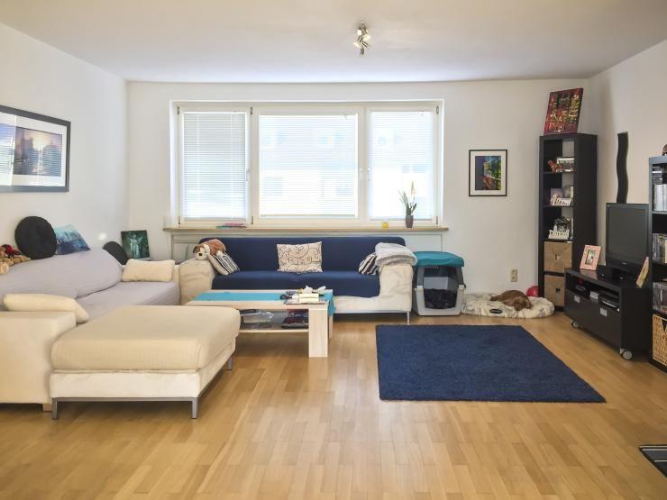 Grosses Helles Wohnzimmer In 3 ZKB Wohnung WG Und Paar Geeignet