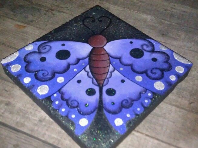 Diy Painted Stepping Stones Great Interpretation From Lin Wellford S Book Love The Colors Painted Stepping Stones Brick Crafts Stepping Stones Diy