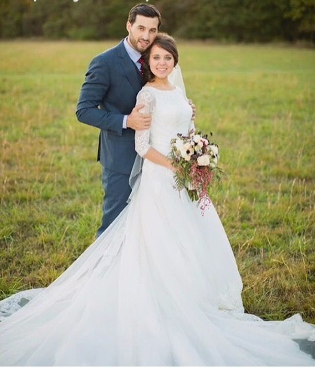 Don T Want That Much Train But Still Love The Dress Jinger Duggar Wedding Day To Jeremy Vuolo On Modest Wedding Dresses Grecian Wedding Grecian Wedding Dress