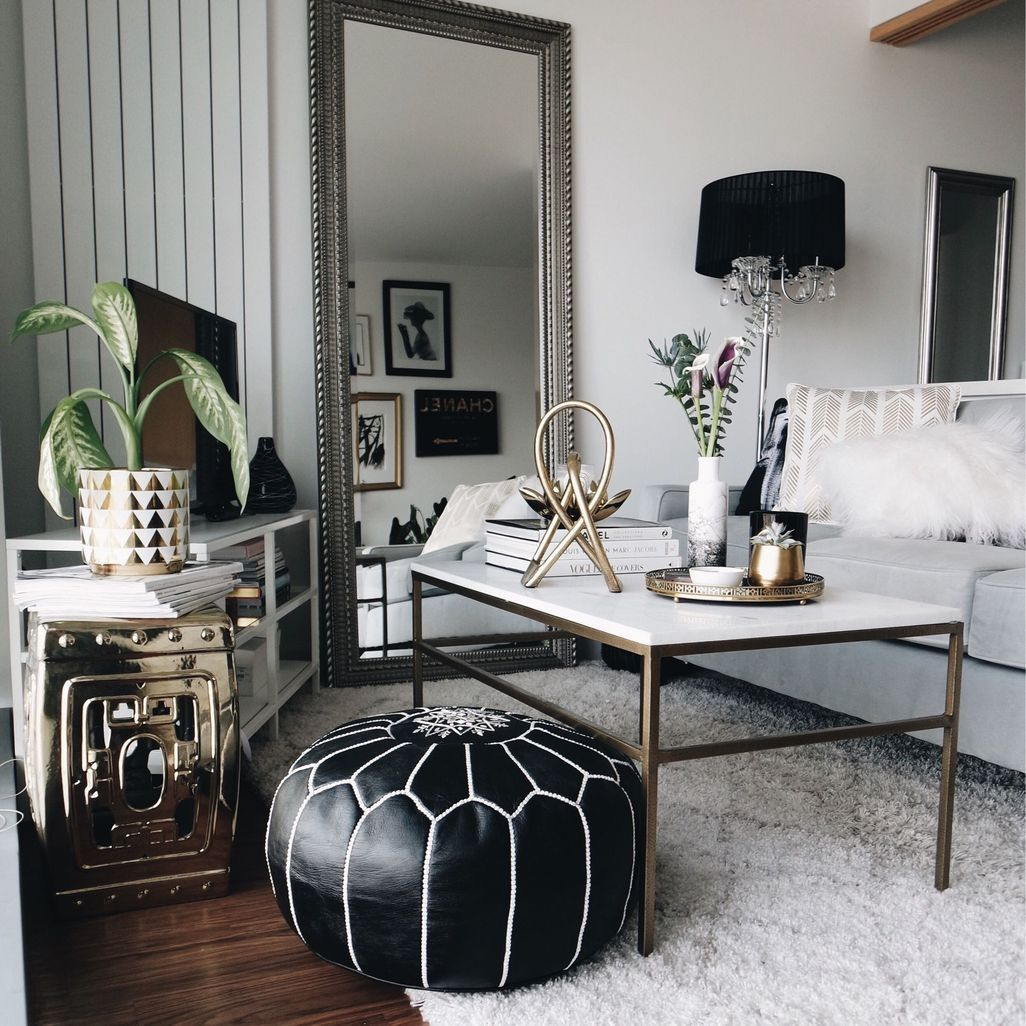 48 Relaxing Black And White Apartment Decor Ideas Black And White Living Room White Gold Room White Apartment Decor