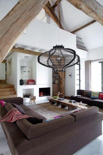 hauteur sous plafond poutres apparentes beaucoup d 39 espace pour ce salon salons pinterest. Black Bedroom Furniture Sets. Home Design Ideas