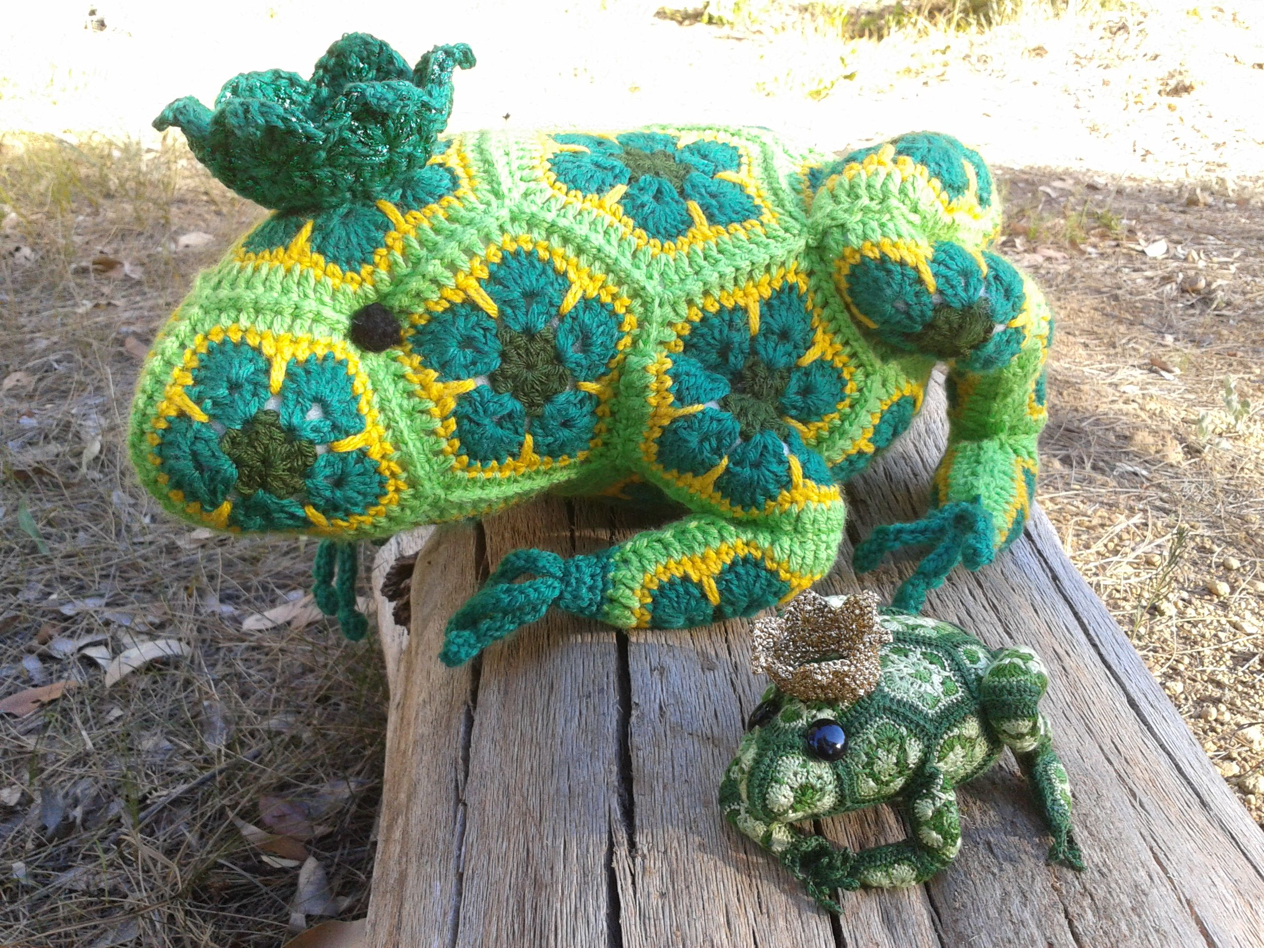 Heidi Bears Frog Prince - large and mini. Pattern info an link here ...