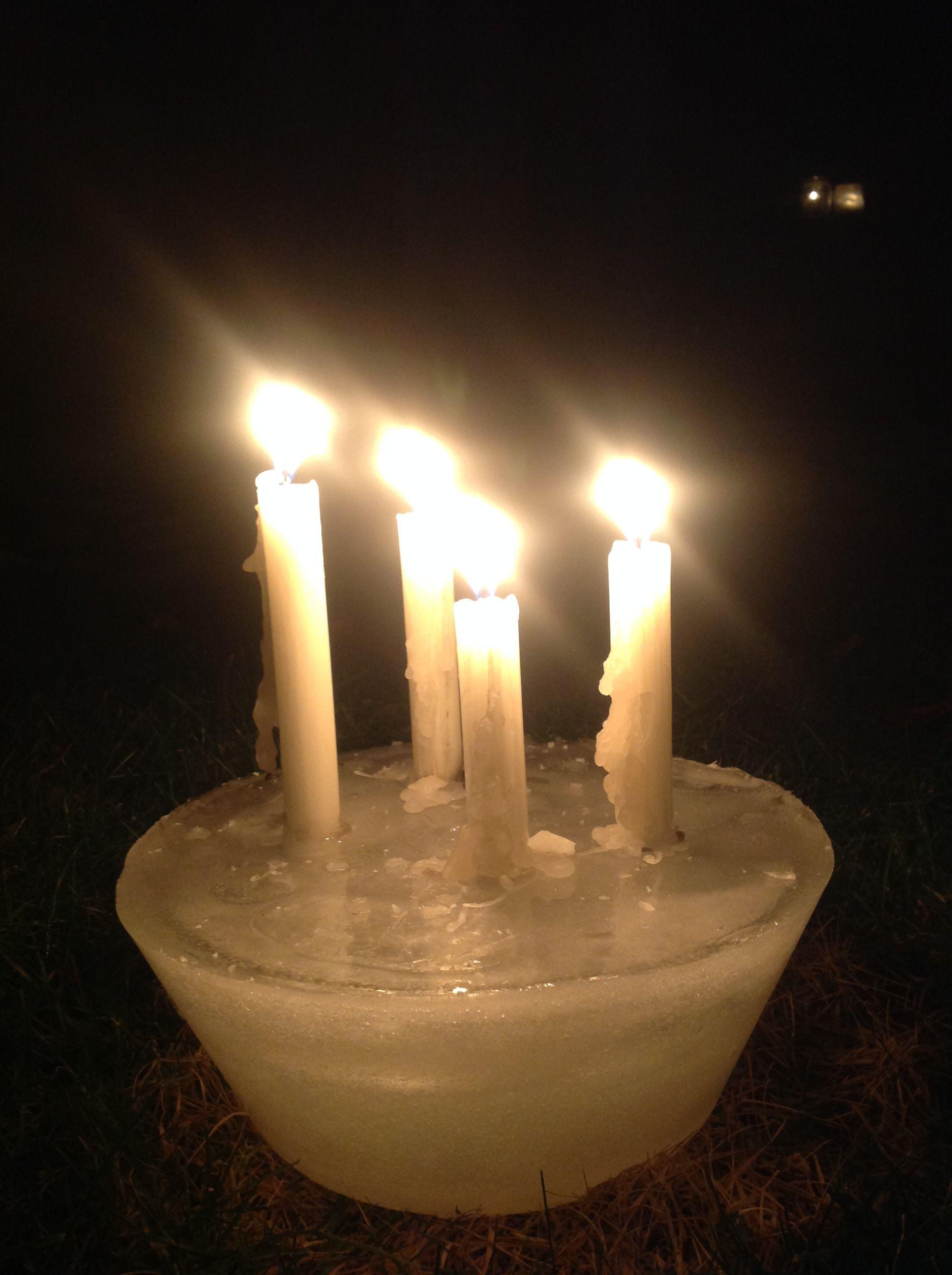Gebruik maken van het weer! Ijsblok met kaarsen.