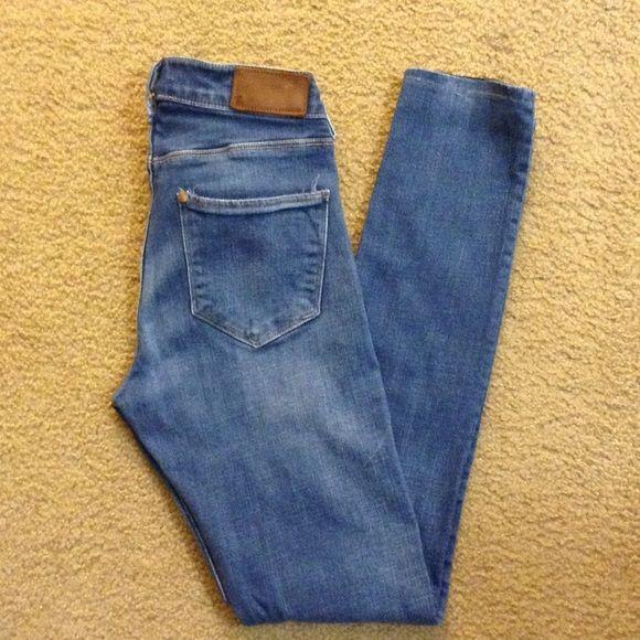 """✨H & M✨ jeans, regular waist size 26 H & M jeans, regular waist size 26, pre-hemmed inseam is 29"""" H&M Jeans"""