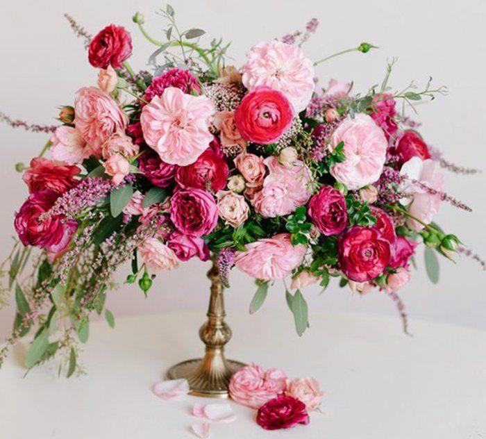 Un Gros Bouquet De Fleurs Pour Créer Une Décoration De Table