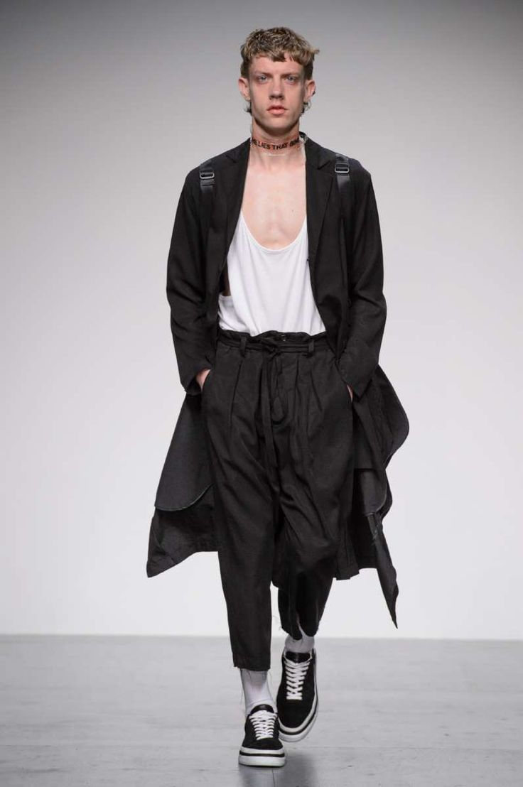Cool Men's Summer Style Tourne de Transmission Spring-Summer 2018 - London Fashion Week Men's... Check more at http://24myshop.tk/my-desires/mens-summer-style-tourne-de-transmission-spring-summer-2018-london-fashion-week-mens-2/