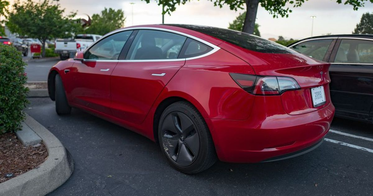 Tesla Just Announced A Slightly Less Expensive Model 3 Self