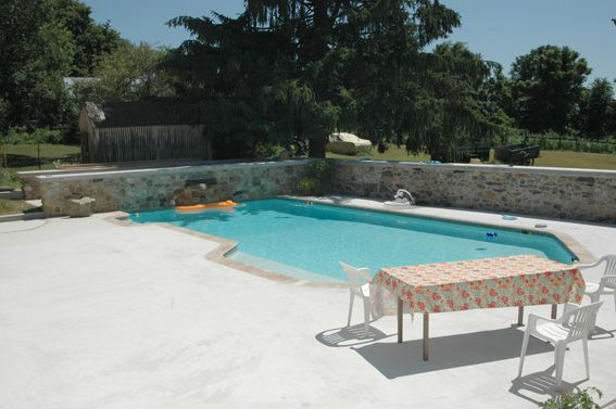 White Plaster Pool With Flagstone Coping And 3 Foot Wall