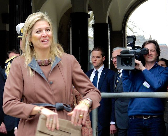 Maxima received the 1st copy of the book ''A world without cervical cancer'' at the LUMC in Leiden 26 February 2013