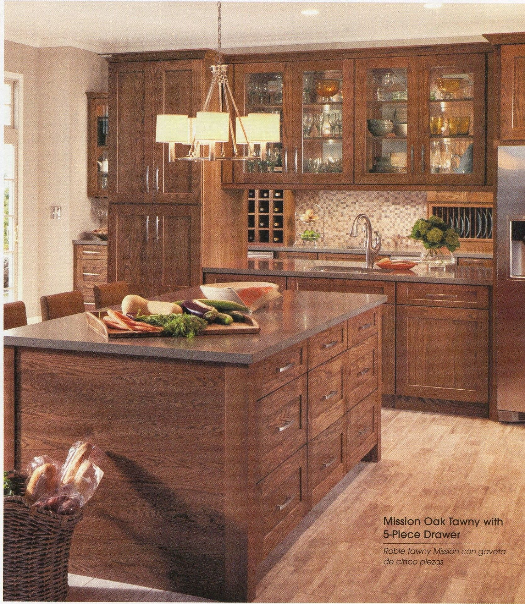 Large Island Nice Combination Of Wood Cabinetry With Light Colored Granite Countertop Log Home Kitchens Stained Kitchen Cabinets Beautiful Kitchen Cabinets