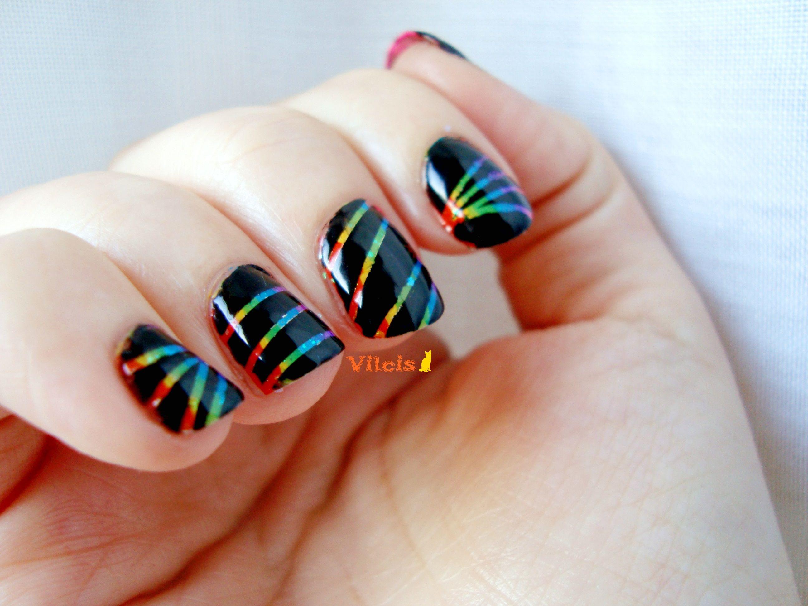 Diseño de uñas: arcoíris con cinta adhesiva. Adhesive tape rainbow ...