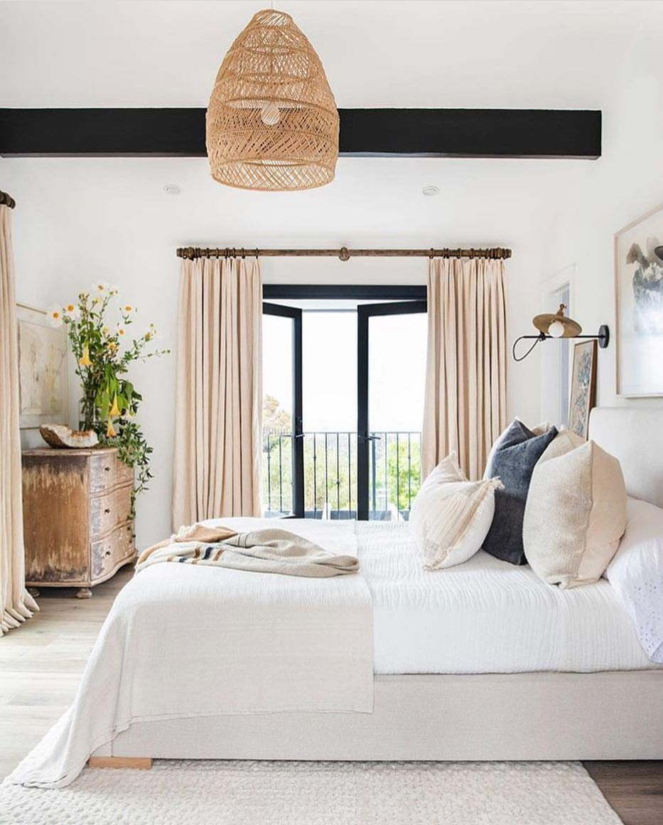 Juxtaposition Of Traditional And Contemporary Elements In Interior Design: Pin: @makenna_alyse
