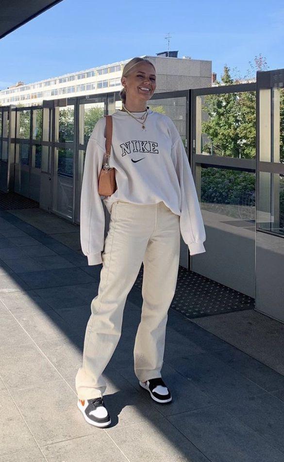 Vintage nike hoodie sweatshirt outfit