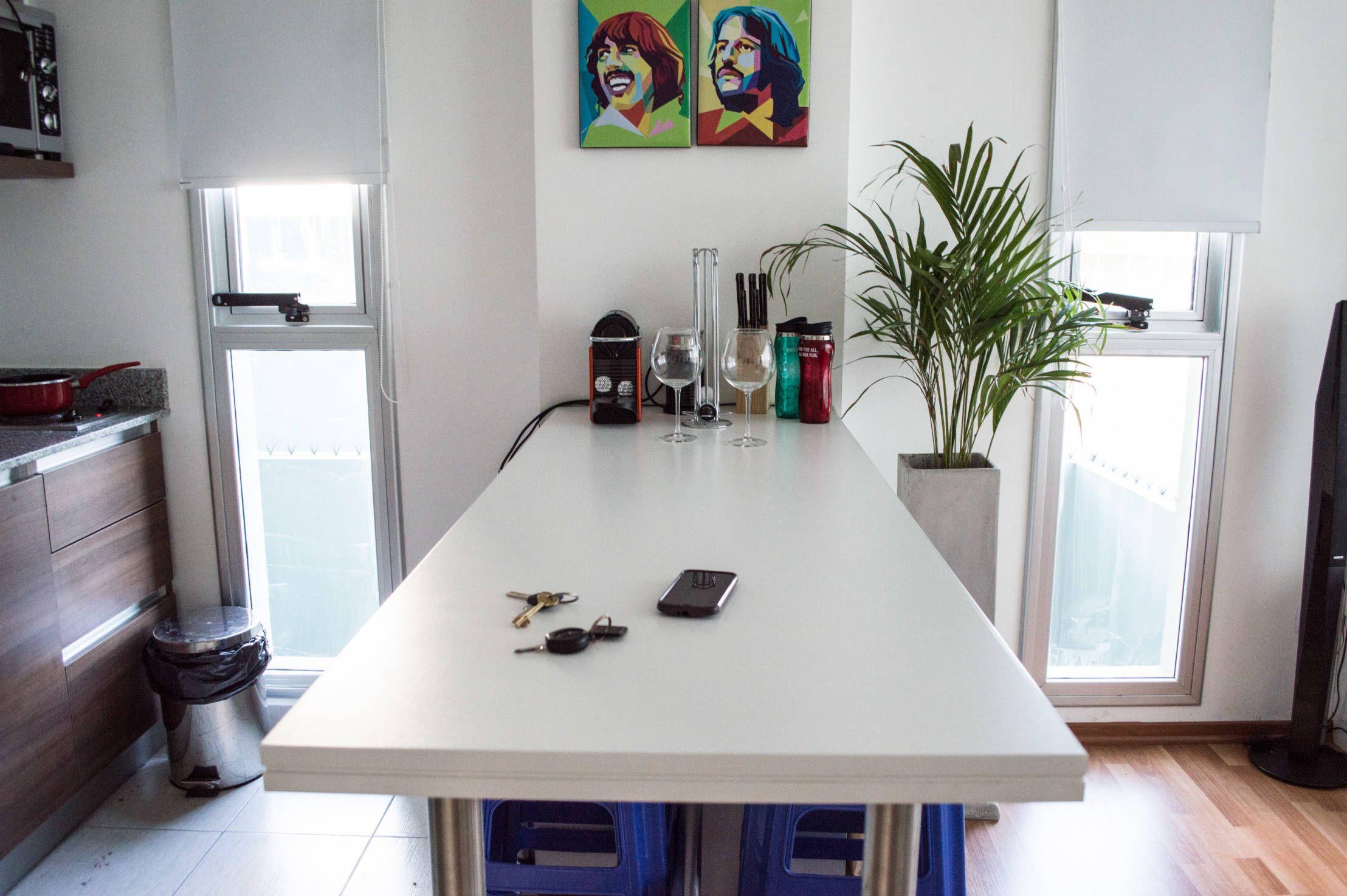 En este #apartamento del barrio Boedo de Buenos Aires desarrollado por @Minbai se usó un estilo minimalista que incluye los objetos estrictamente necesarios y un mobiliario con diseño inteligente para aprovechar al máximo el espacio y hacerlo lucir más grande. ¿Quieres verlo? https://www.homify.com.co/libros_de_ideas/826055/el-secreto-de-decorar-30-metros-cuadrados