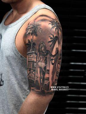 Surfista de estilo Black and grey en el brazo izquierdo.