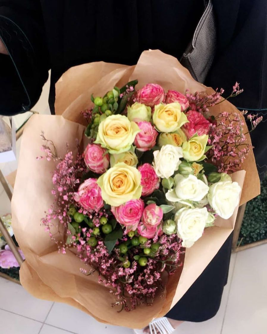 Pin By عائشه الطنطاوي On بوكيه ورد In 2021 Birthday Gifts Floral Floral Wreath