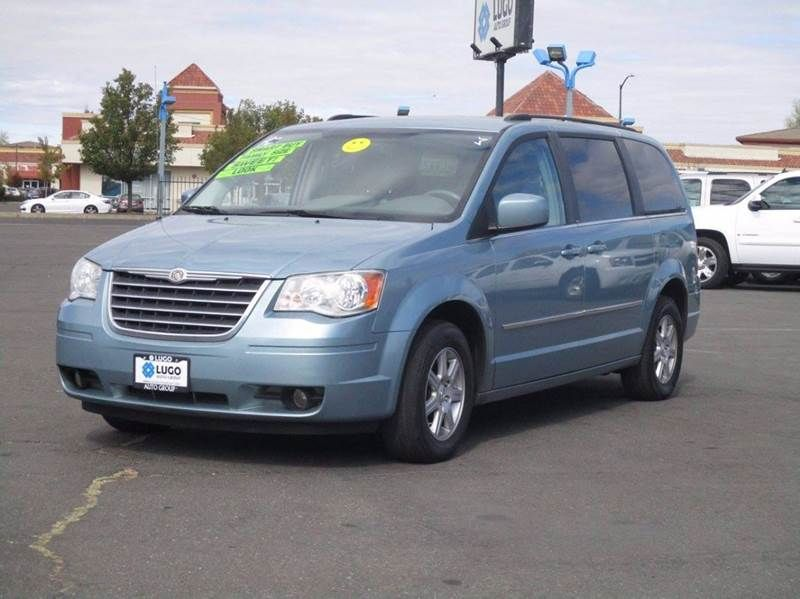2010 Chrysler Town and Country Touring. Lugo Auto Group