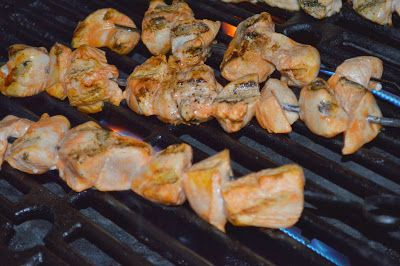 Red HOT Chicken Kabobs- Marinade= garlic, red hot, lime juice and olive oil. #chickenkabobmarinade