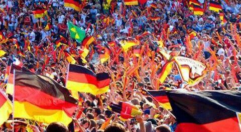 Ein Meer aus deutschen Flaggen! #Germany just won the world cup