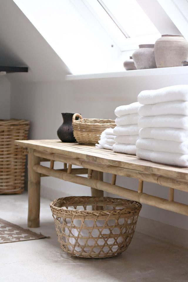un banc ou une table basse en guise de tablette serait ce l salle de bainsla - Tablette Retro Salle De Bain