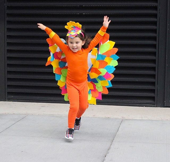 Adorable And Colorful Kids Diy Bird Costume With Video Disfraces De Pajaros Disfraces De Animales Para Niños Disfraces Halloween Bebes