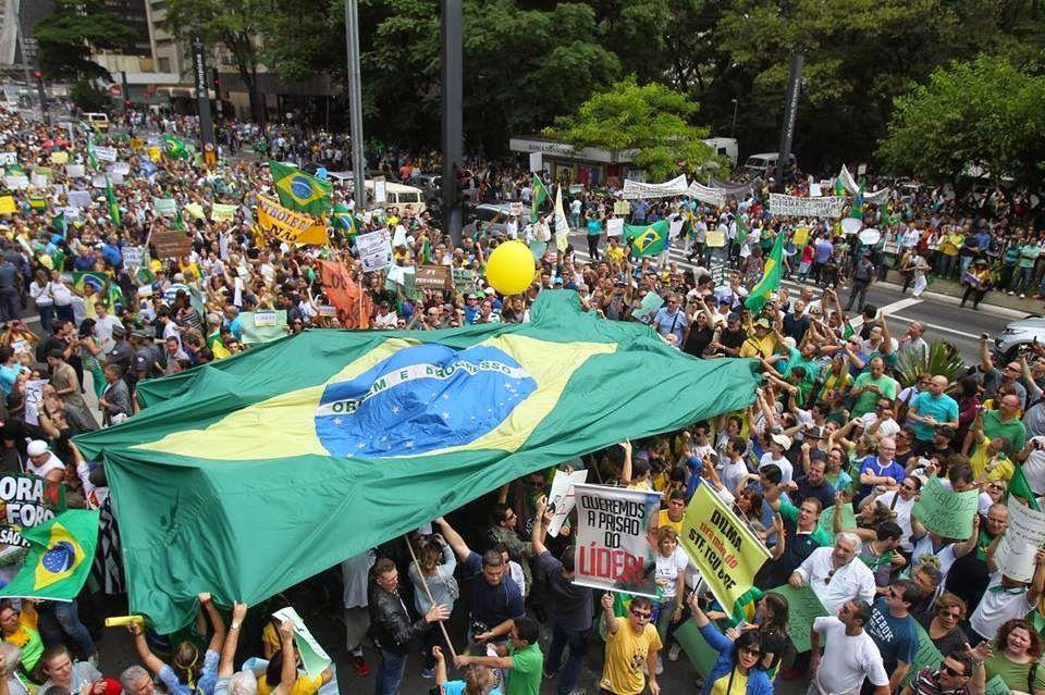 Folha Política Veja imagens do protesto contra Dilma em