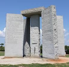 The Georgia Guidestones is an enigmatic granite monument situated in Elbert County, Georgia. Also known as the American Stonehenge, the gigantic structure is almost 20 feet high and is made of six granite slabs, weighing in total 240,000 pounds. The creators are still a mystery. ~quel est le sens?~