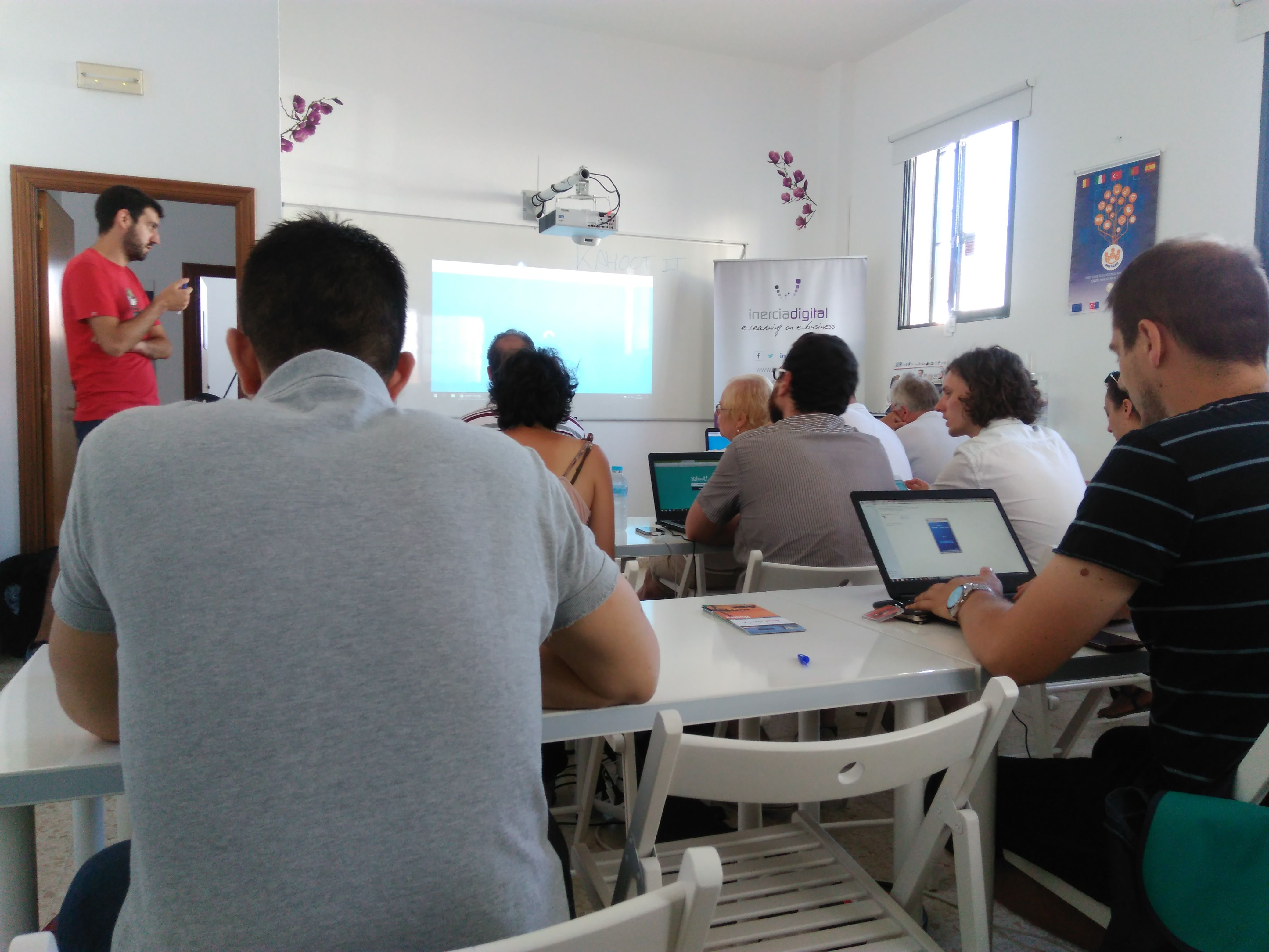 Inercia Digital organized a training course for an Erasmus+ KA2 project, Lifelong@Learning from June 13-17 in El Rompido for trainers and education staff from Macedonia, France, and Germany. LifeLong@Learning Project aims to promote the use of ICT in adult learning focusing on the application of ICT tools for distance learning