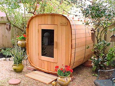 sauna exterieur en bois barrique en bois petits espaces pinterest sauna ext rieur. Black Bedroom Furniture Sets. Home Design Ideas