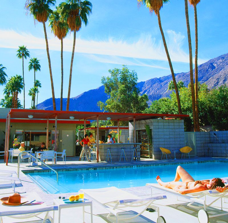 Mid Century Desert Hideaways Two Palm Springs Hotels Think Summer Pool Party For A Rehearsal Dinner