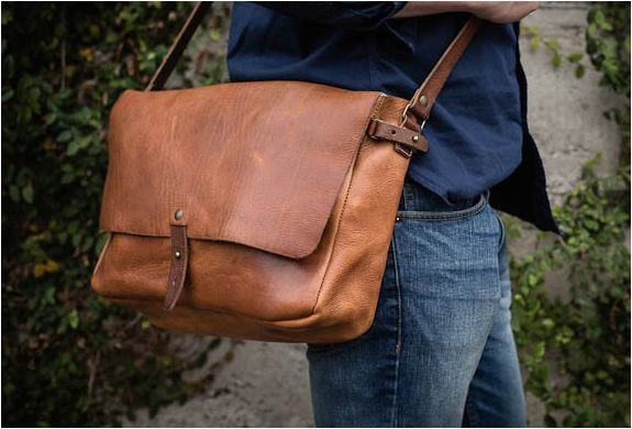 d0919662db0f Vintage Leather Messenger Bag