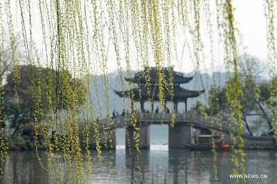 Photos taken on March 7, 2013 shows scenery along the West Lake on an early spring day in Hangzhou, Zhejiang Province. (Source: Xinhua)