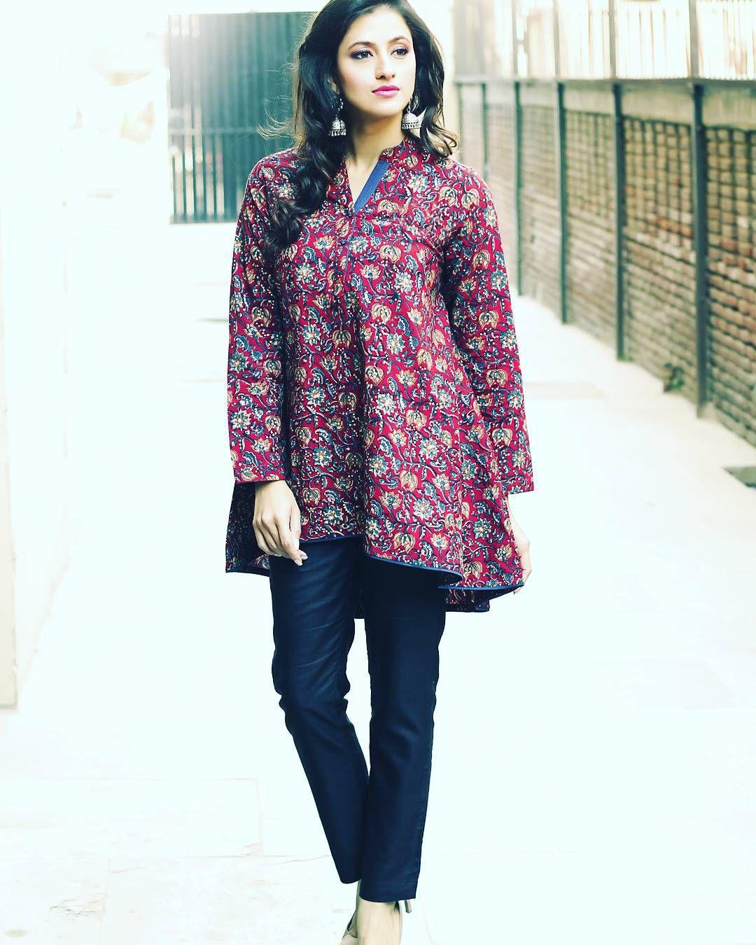 """#Cotton #Floral #Elegant #Flowy #Design #Pattern #Dark #Pants #Jhumka #Silver #Earrings #Beige #Accessories #Fashion #Trend #Fabindia #Festive #Shopping…"""