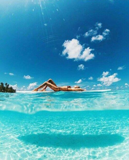 Girls Surfing Wallpaper: Pinterest: Javi Kassens †�