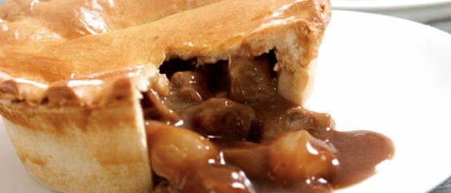Recette: Tourtière au Vin Rouge | Onion gravy, Pie, Desserts