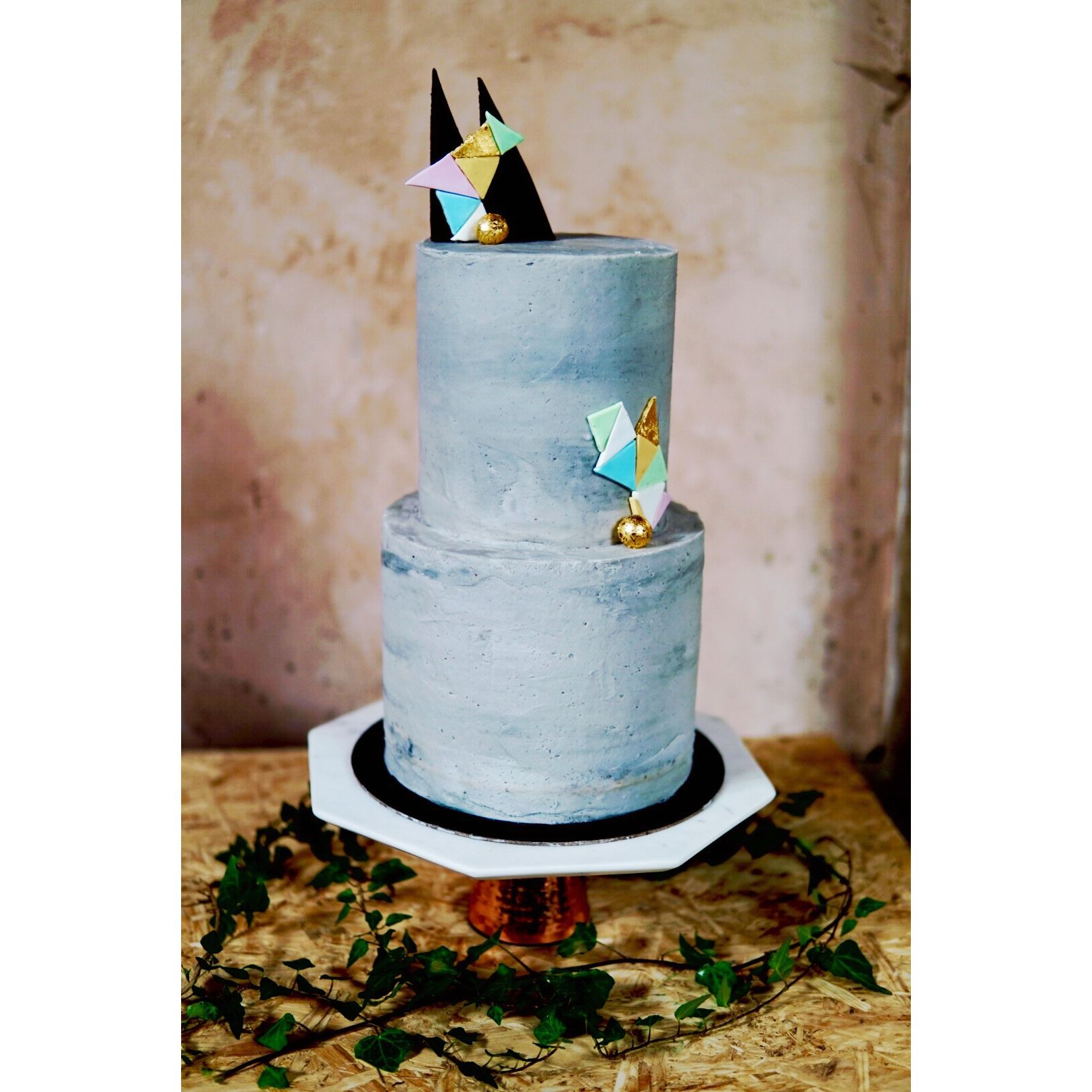 Pin cara menghias kue cake decorating cake on pinterest - Geometric Grey Concrete Wedding Cake