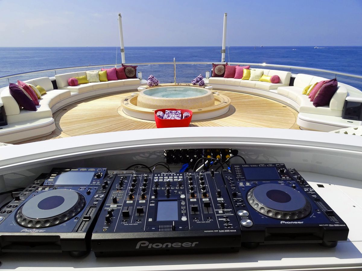 Superyacht Solandge By Lurssen Turntables By The Hot Tub That