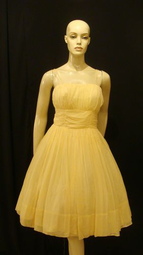Gorgeous 50s dress! Looks likes Liesel's in the sound of music!