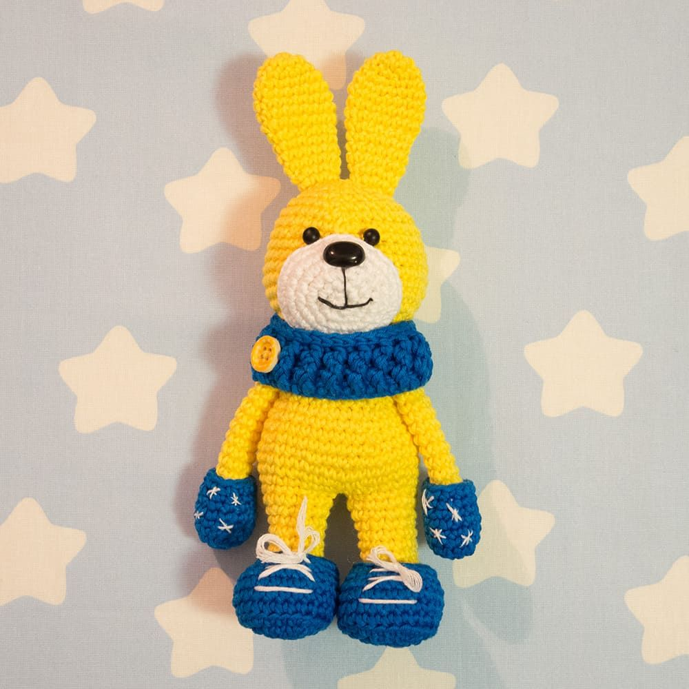 Let\'s crochet a honey bunny wearing a beautiful soft snood, mittens ...